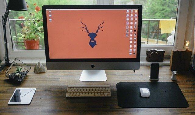 Apple-desktop-at-home